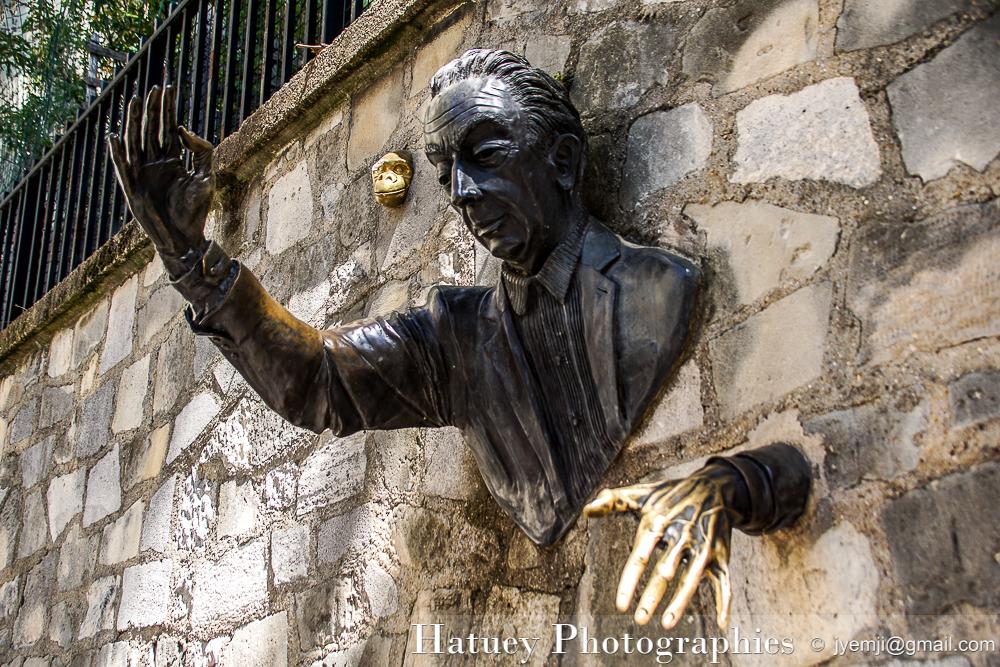 Paris, Photographies de Montmartre - Statue Passe Muraille, Marcel Aymé par © Hatuey Photographies © jyemji@gmail.com