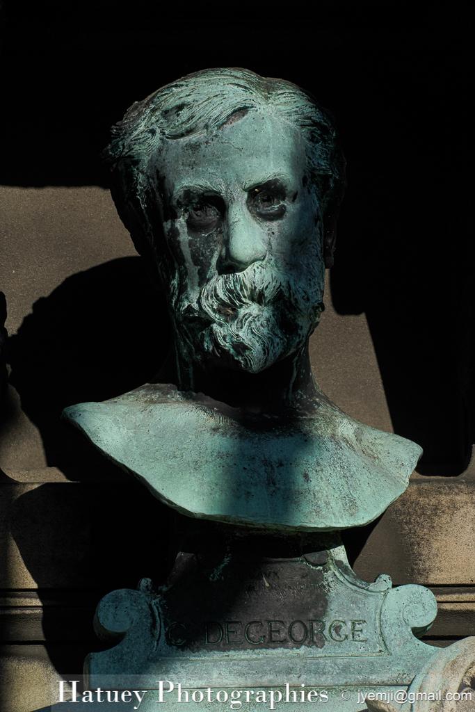 """Tombe de Charles DEGEORGE """"©Hatuey Photographies"""" 1837-1888, Art Funéraire, Cemetery, Cimetière, Cimetière du Père Lachaise, DEGEORGE Charles, Division 92, France, Friedhof, Hatuey Photographies, Paris, Père Lachaise, SEL24240, Saint-Marceaux (Sculpteur ), Sculpteur, Sculpteurs, bronze, buste, cimitero, graveyard, Rue:Avenue Carette, Rue:Avenue Transversale n°2"""