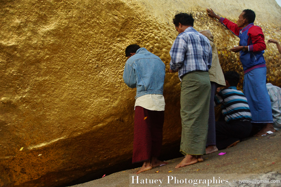 Myanmar Birmanie, Photographies 2015, Asie, Kyaiktiyo Pagoda Feuilles d'or, blog by © Hatuey Photographies
