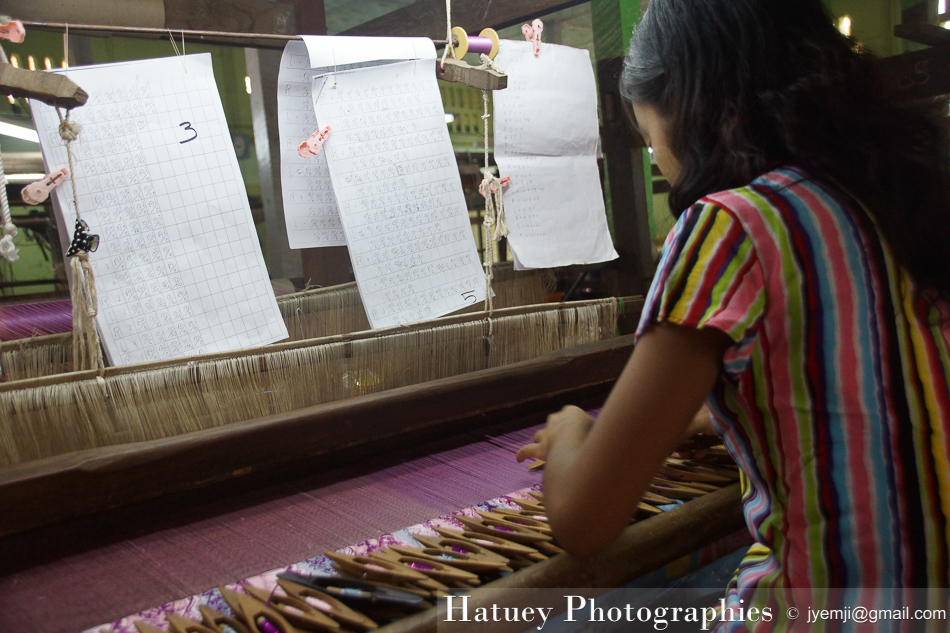 Asie, Hatuey Photographies, Mandalay, Myanmar, Photographies, Tissage,Tissus,Metiers a tisser,Atelier de tissage,Artisanat by © Hatuey Photographies